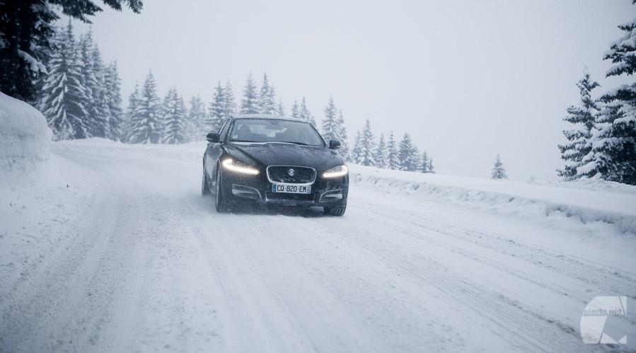 photo automobile, auto moto, test de la nouvelle transmission 4x4 de Jaguar. sur neige