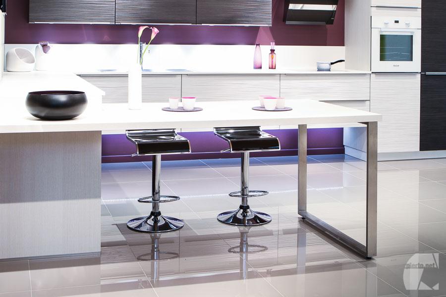 Déco design, cuisine Mobalpa blanc gris violet