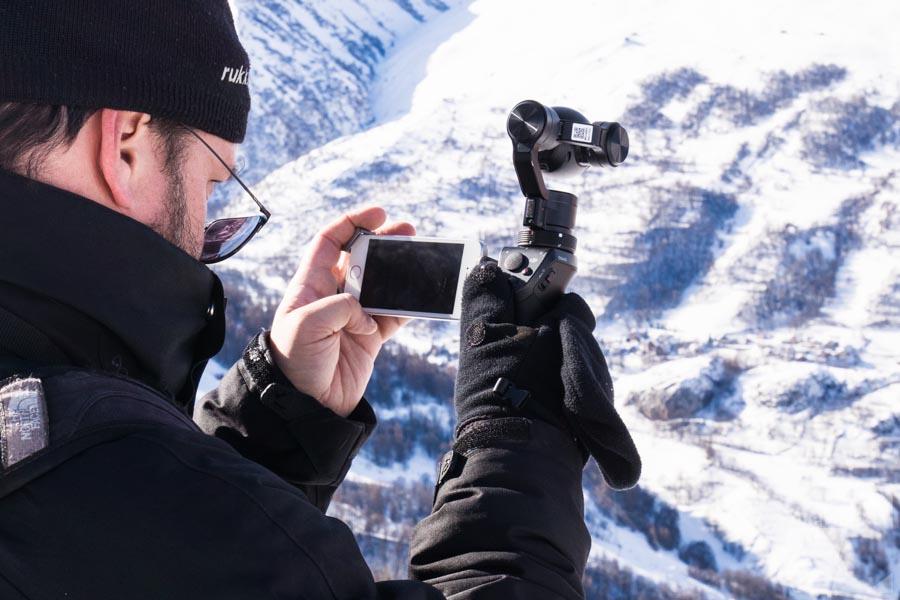 L'équipe au sol en train de filmer avec un Osmo